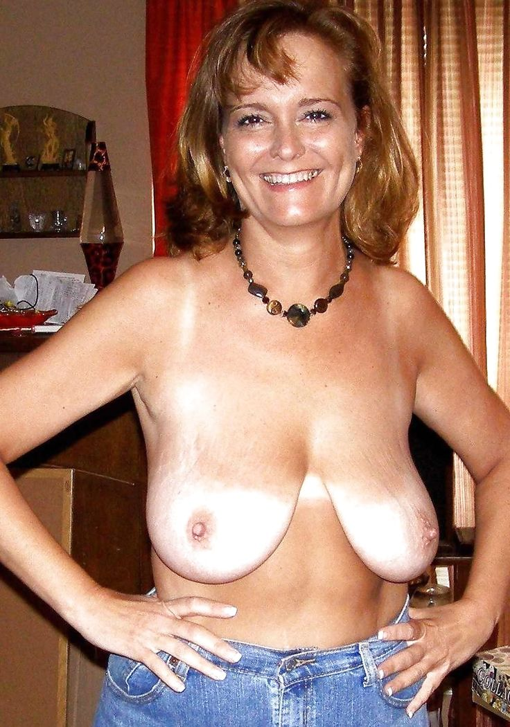 Saggy mature big amateur tits wife