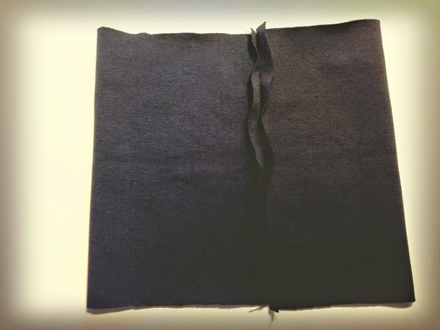 Von dem Hemd, aus dem ich beteits  dieses Kleid und den kleinen Wal  gemacht habe, war noch was über. Also in erster Linie die Ärmel. Und ...