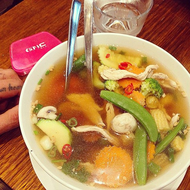 Thai clear vegetable soup with chicken. Not entirely 'clear' but close...kinda like my conscience. Vegetable soup is also one of the healthiest and satiating meals, calming the most violent of hungers. A quality soup has an array of health benefits and cancer fighting properties. #dietdoctor