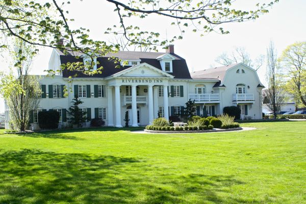 Looking for a romantic getaway surrounded by beautiful architecture, history and design inspiration?  Riverbend Inn Niagara-on-the-lake Cynthiaweber.com