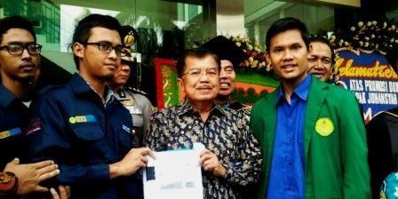 Edupost.id –BEM Seluruh Indonesia memberikan kajian setebal 300 halaman kepada Jusuf Kalla (JK) usai menghadirisidang terbuka…