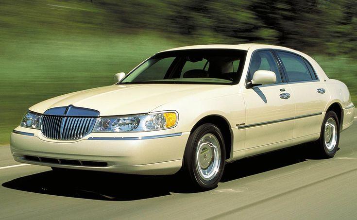 Cheap Luxury And Elegant Car: Lincoln Town Car 2003-2011