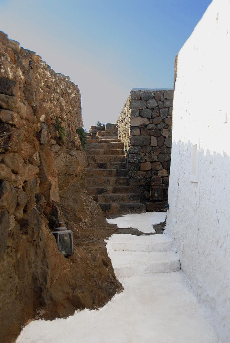 DAMMUSO KANIA | Uno dei più raffinati dammusi dell'Isola, immerso in un antico giardino mediterraneo