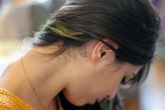star tattoo behind the ear: Stars Tattoo, Free People Blog, People Horoscopes, Cute Ideas, Body Art, Pretty Tattoo, Inspiration Tattoo, Blog Freepeopl, Tattoo Lust