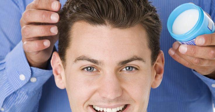 Cómo hacer gel para el cabello como en 1920. El gel para el cabello, o pomada, es un elemento popular que se originó en el siglo XIX. Originalmente, los hombres usaban grasa de oso para mantener sus cabellos en su lugar. A principios del siglo XX, cera de abejas o vaselina se usaban en bálsamos capilares. En 1920, los estilos engominados fueron popularizados por símbolos sexuales de la época ...