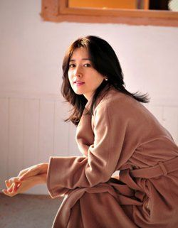 ActressLee Young-ae, who disappeared from the limelight after surprising fans by suddenly getting hitched in 2009, recently moved to a countryside home in ...