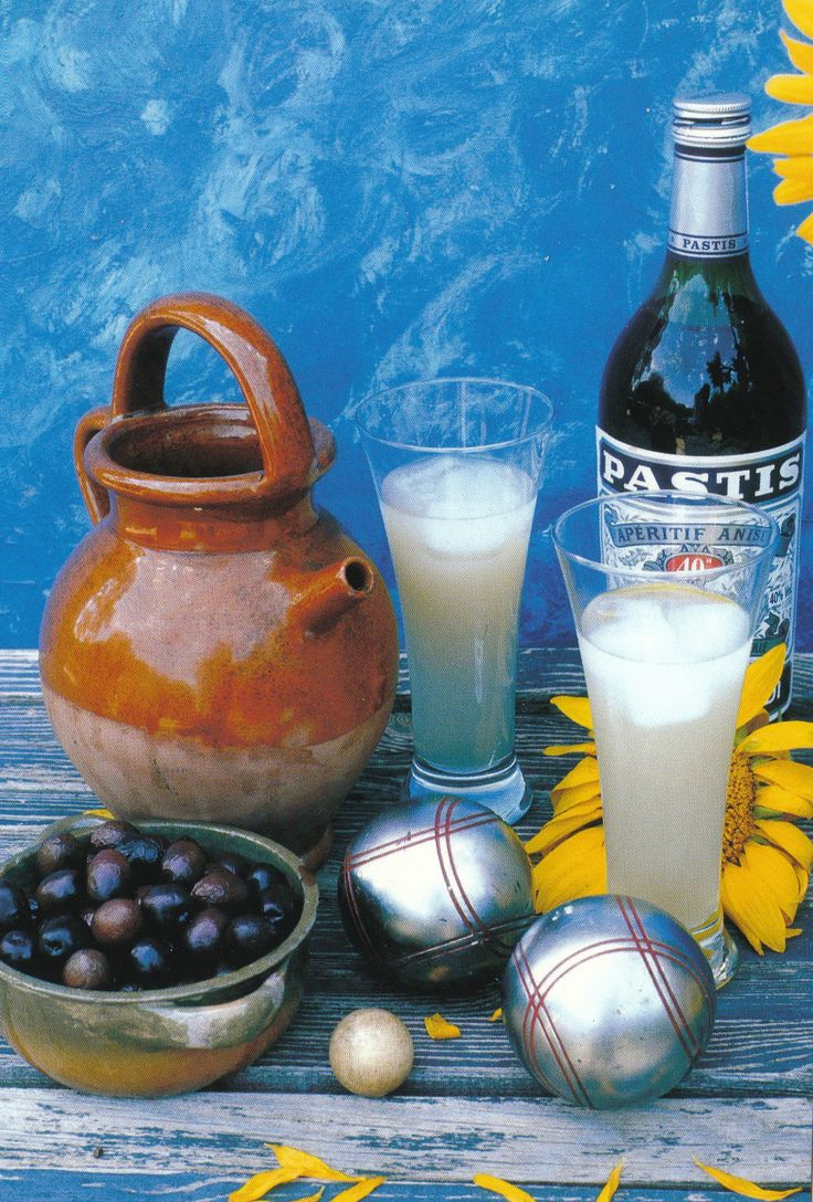 Olives, Pastis, un jeu de petanque, ...la Provence !