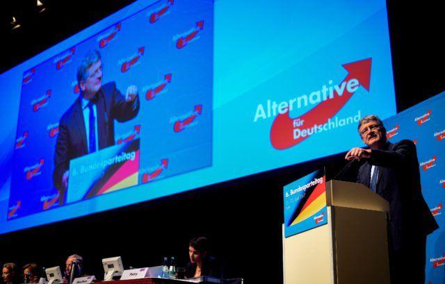 Der AfD-Parteitag wird heute in Köln fortgesetzt. Alice Weidel und Alexander Gauland wurden soeben zum Spitzenduo gewählt. Das Programm zur Bundestagswahl wurde verabschiedet. Darin setzt die Partei auf ein Ende der Massenzuwanderung und auf die Förderung der traditionellen Familie.