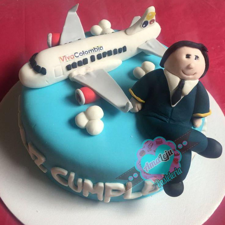 Torta Avión Personaliza tu torta como quieras! Realiza tu pedido por; WhatsApp: 3058556189, fijo 8374484  correo info@amaleju.com.co Síguenos en Twitter: @amaleju / Instagram: AmaLeju