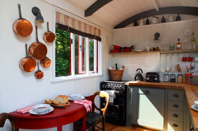 Small kitchen / Bucatarie mica, perfecta pentru o ascunzatoare de weekend
