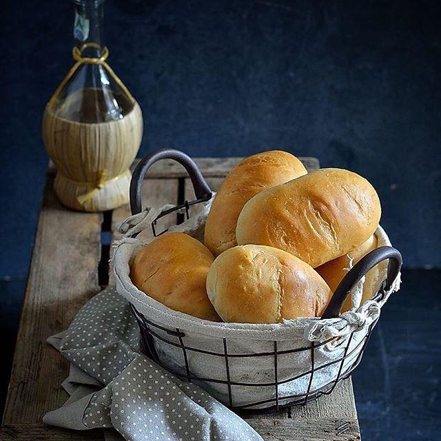 Stanno arrivando dei panini soffici come una nuvola, anzi di più !!!!! Imparate questa parola #waterroux #tangzhong non aggiungo altro, anzi si Morena Roana. Nuova ricetta prestissimo nel blog 🍒 #ricettadelgiorno #pane #bread #panefattoincasa #breadhomemade #panini #baking #breadporn #fattoincasa #foodporn #italiaintavola