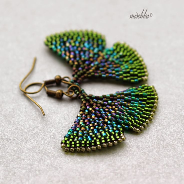 Mischka´s Fantastic Beadweaving: Ginko leaves.  I want a pattern of these so bad...