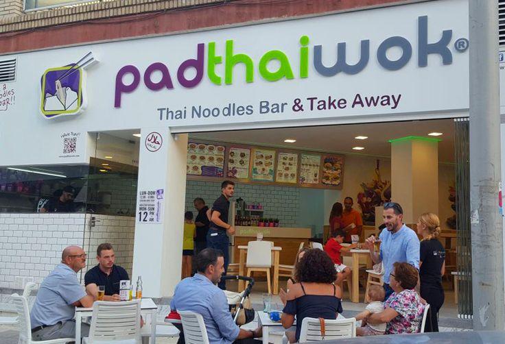 Tras una semana de apertura, nuestro PadThaiWok Motril se veía así de animado!!  Tel: 958 607 706 / 648 046 307 Av. de Andalucia, 7 18600, Motril, Granada, España Abierto todos los días de 12:00 a 00:00 www.padthaiwok.com email: motril@padthaiwok.com Thai Noodle Bar. Restaurante de Cocina Tailandesa Moderna y Asiática en Motril (Granada). Thai Noodles Bar. Restaurant of Asian and modern Thai cuisine in Motril (Granada - Spain)