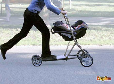 Coche de bebé patineta Muy buena idea la de este coche de bebé tipo paineta o monopatin, para los papás e hijos que les guste la adrenalina! jajajj que opinarán las mamás?