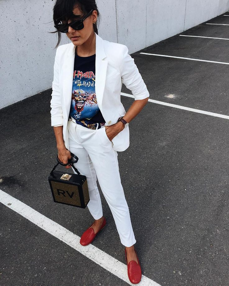 This white suit of dreams paired with a rock tee <3 @mariabernad