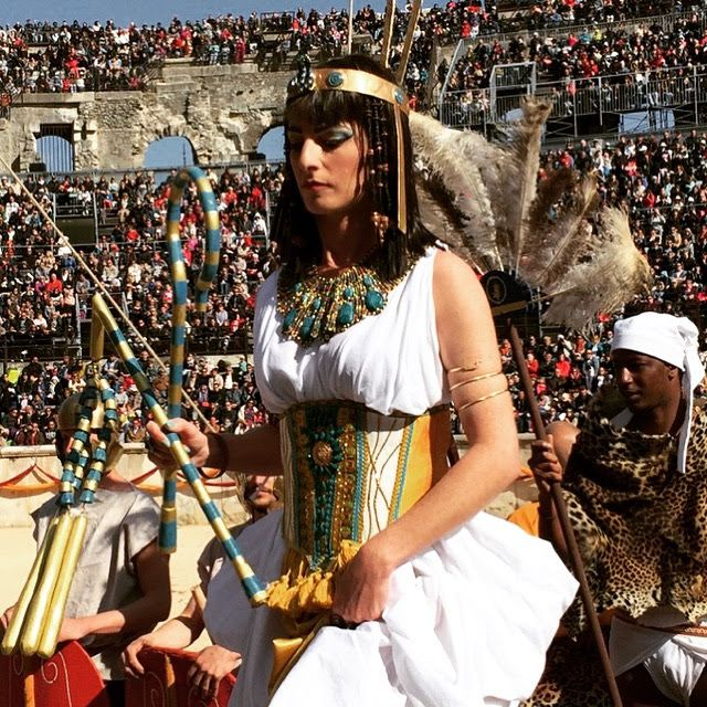 Cleopatra from Battle of Actium re-enactment at Les Grands Jeux Romains at Nîmes, April 2016 (photo by Caroline Lawrence)