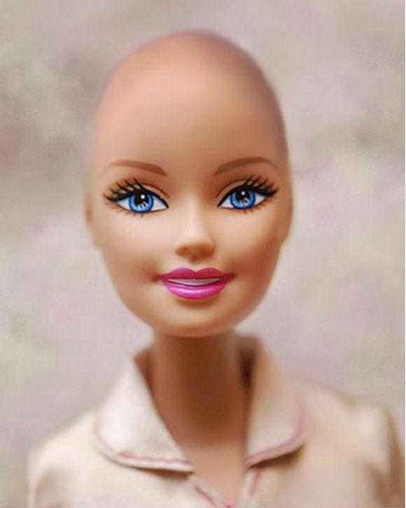 Kanser tedavisi sırasında saçlarını kaybetmiş dört yaşındaki küçükten etkilenen ve Fisher Price, Barbie bebekleri, Hot Wheels, Matchbox oyuncakları, Masters of the Universe, American Girl bebeklerinin üreticisi olan Mattel'in tasarımcıları, saçları olmayan Barbie için bir kampanya başlatıyor.