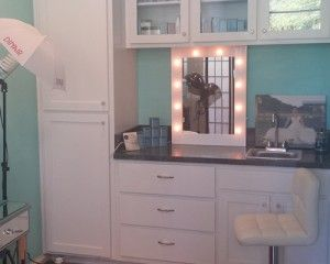 How can you create the perfect #makeup area? Here's our 4-step guide: http://www.illuminated-mirrors.uk.com/blog/how-to-create-the-perfect-make-up-area/#more-1359