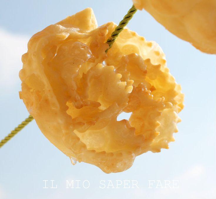 Rose friabili con olio extravergine di oliva pugliese