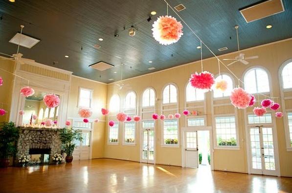 Pompones colgantes para tu boda