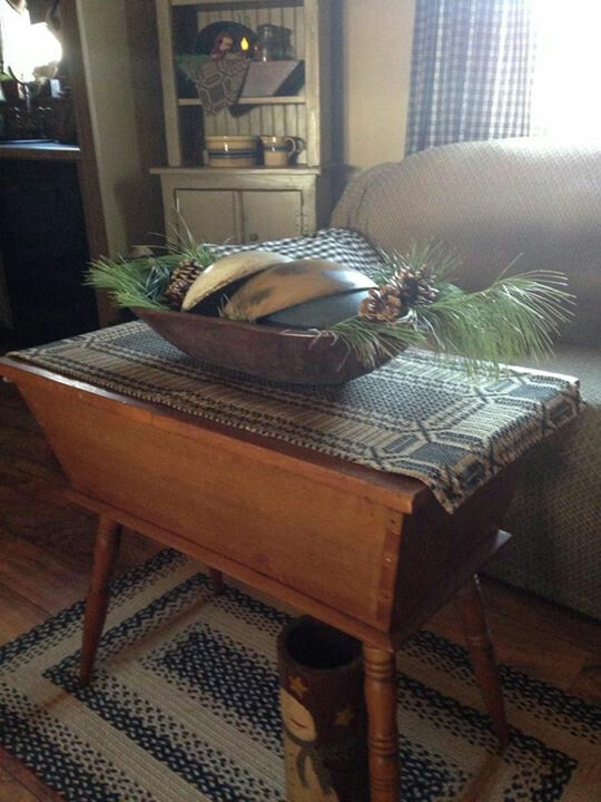 Love the large dough box for a coffee table! - 669 Best Primitive Furniture Images On Pinterest Furniture
