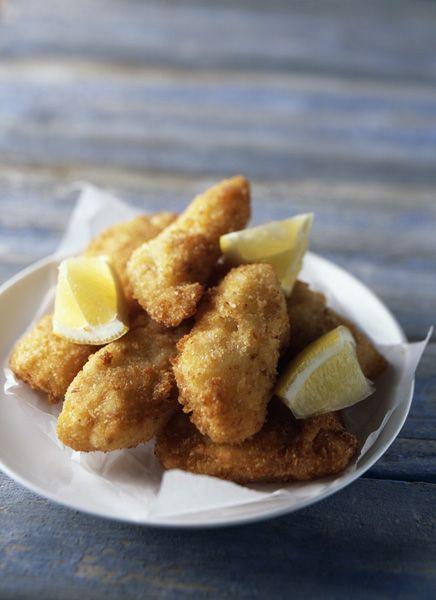 Recette Kolokithakia keftedes (beignets de courgettes) :  1/ Râper les courgettes (non pelées). Bien mélanger cette préparation avec le sel, puis la laiss...