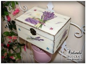 Caseta cu lavanda, realizata la Atelierul Deco Craft - Shabby Chic si Tehnica servetelului #shabby_chic #ateliere_creatie #lavanda #tehnica_servetelului #servetele_decoupage