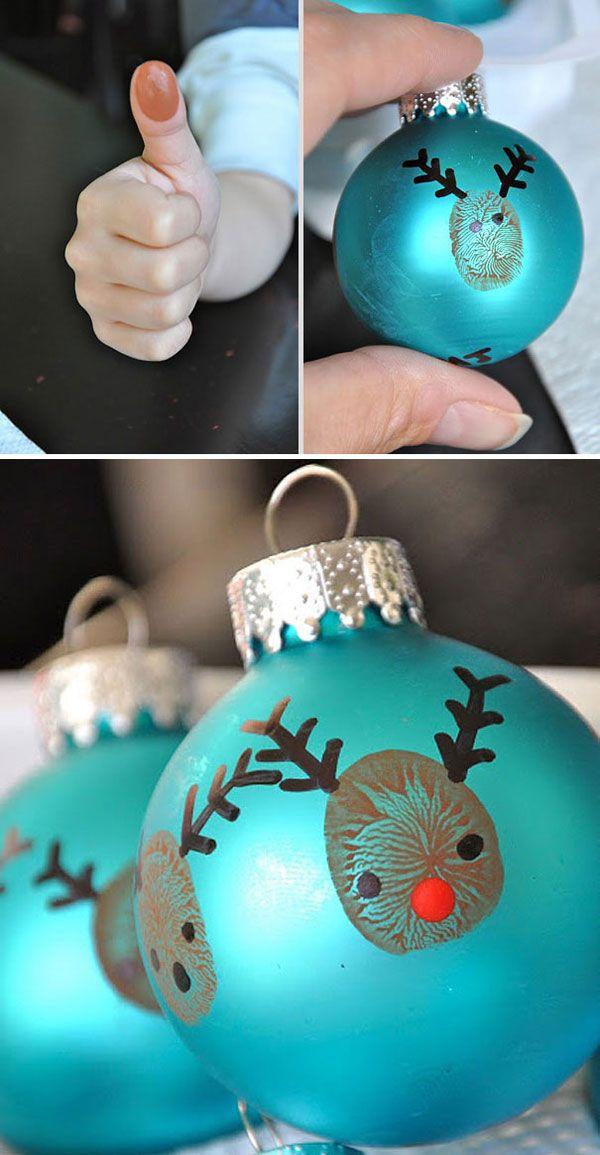 Idee per decorazioni di Natale: palline dipinte con le dita