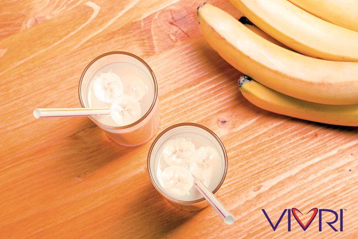Vainilla-Café Smoothie: - 3 porciones de Shake Me!™ Vainilla - 1 porción de Power Me!™ café - 1 1/4 tazas de plátano congelado en rebanadas - Agua y hielos al gusto #VIVRI #PowerMe #ShakeMe #smoothie #fitness