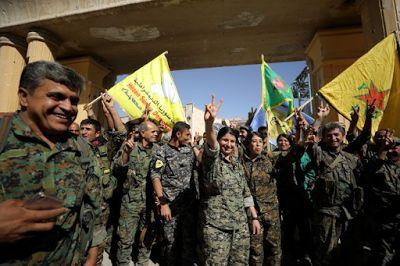 Planet Stars: Συρία: Οι μαχητές της YPG πιστώνουν στον Οτσαλάν τ...