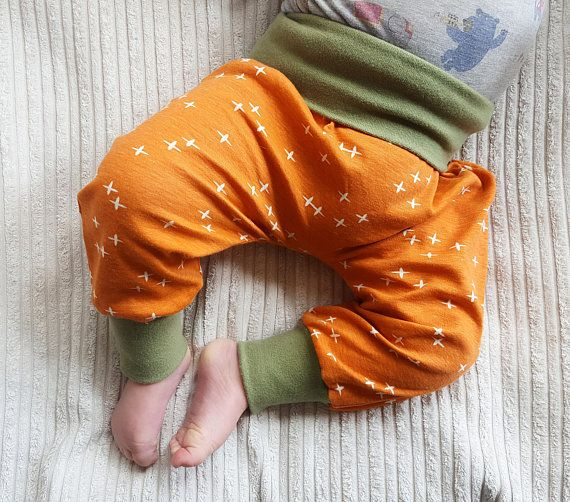 These gorgeous organic harem pants are a great addition to your kids spring/ summer and autumn wardrobe. Made from 100% GOTS-certified organic cotton with super cute bear print these baby harem pants are super soft and will feel just wonderful on your little ones skin. Suitable for both boys and girls our super cute kids harem pants are slightly baggy and leave enough room for both disposable and cloth nappies if purchased for a baby. Pattern placement varies slightly.  And the best is s...