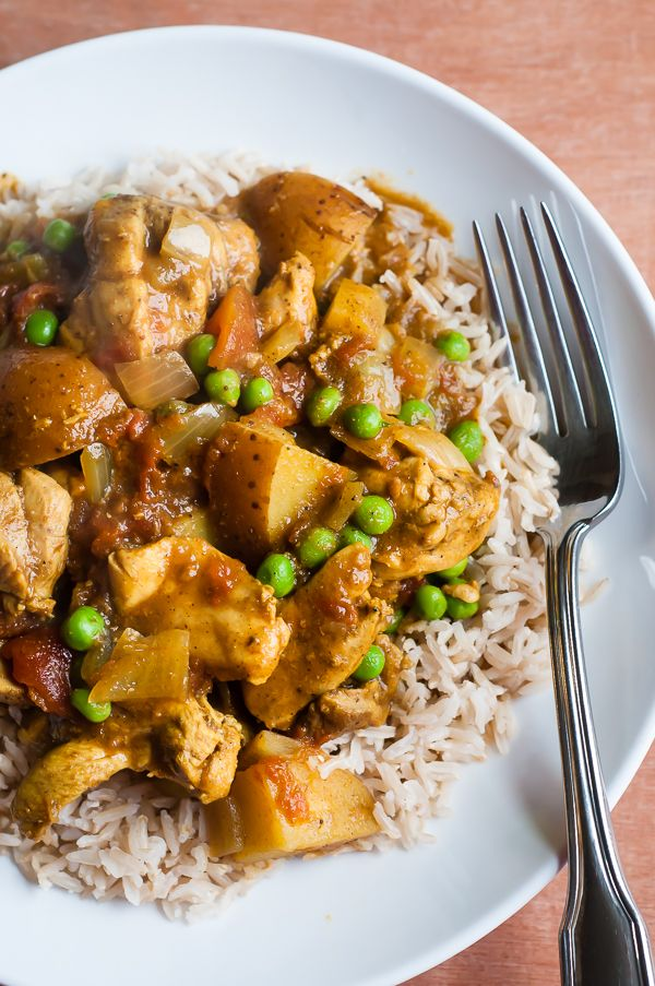 slow cooker chicken curry with peas and potatoes - I love curry with coconut milk, and to be able to cook in the crock pot is a double bonus in my book
