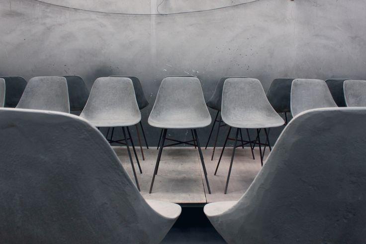 Lees hier meer over ons blog: Betonnen design. Gespot op de showUP trade: Betonnen meubelen. Geen betonlook, maar echte meubelen van beton.