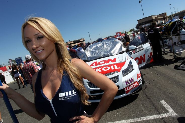 08.09.2013- Race 2, Grid Girl and Yvan Muller (FRA), Chevrolet Cruze 1.6T, RML
