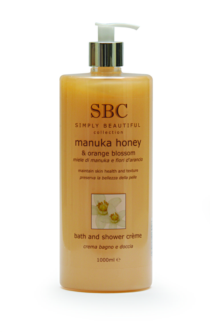 SBC Manuka Honey & Orange Blossom Bath & Shower Creme is a unique moisturising bath and shower crème enriched with Manuka Honey from New Zealand and vitamin-infused Propolis, to cleanse and soothe fragile surfaces for improved skin health. Calm your skin with this nurturing shower crème while the evocative aroma of warm Orange Blossom delivers aromatic wellbeing for mind and body. Recommended for delicate, stressed and mature skin types.
