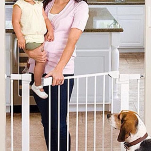 http://www.largesttoystore.com/category/baby-gate/ Munchkin baby gate