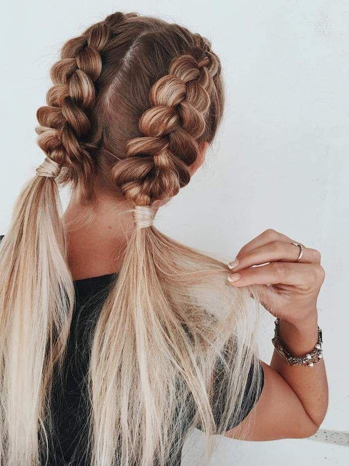 Zwei Zöpfe eng an der Kopfhaut flechten, Frisur für lange Haare, platinblondes…