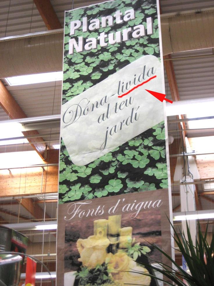 En Alcampo siguen sembrando gazapos en su cartelería! No damos abasto! http://hartadealcampo.wordpress.com/2012/08/23/hachazos-al-idioma/