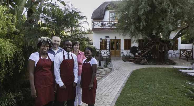 GuBas De Hoek meet, eat, sleep Robertson This 4-star eco-friendly guesthouse in Robertson, in the heart of the Cape Winelands on Route 62, has barbecue facilities and an outdoor pool. Western Cape golf courses are nearby.