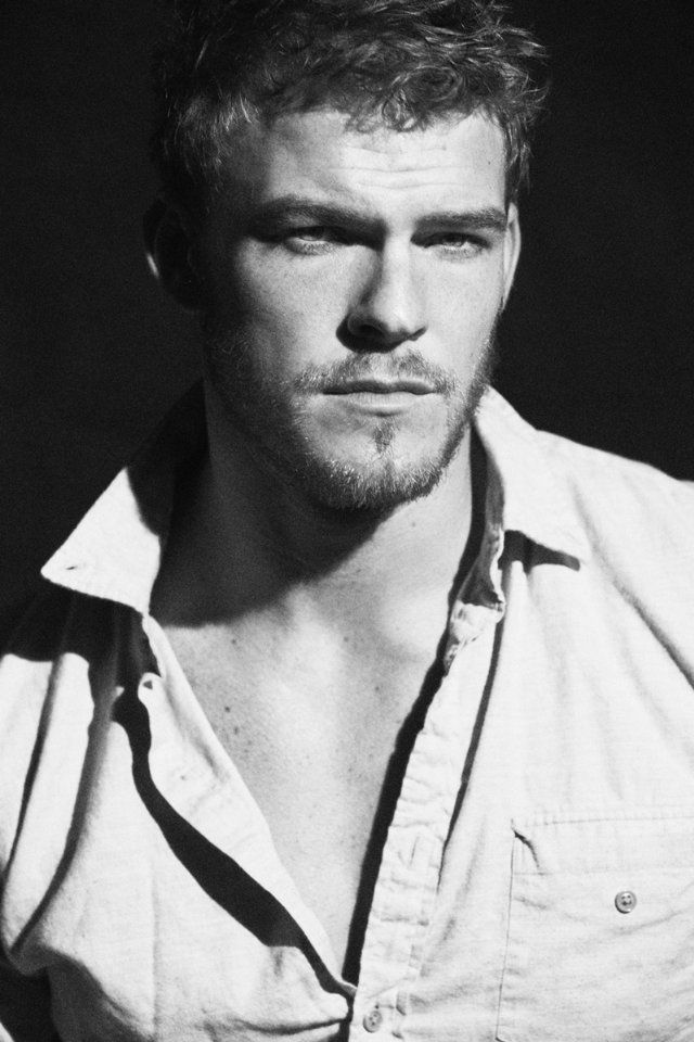Alan Ritchson - Pictures, Photos & Images - IMDb
