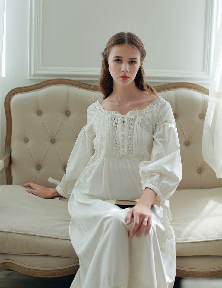 安い2016高品質綿ホーム ナイト ウェア足首の長さ vestidos ヴィ ンテ ージ ロング ガウン パジャマ中世パーティー純粋な プリンセス ドレス女性、購入品質ナイト ガウン & sleepshirts、直接中国のサプライヤーから: Vintage Sexy Sleepwear Women Cotton Medieval Nightgown White V-neck Queen Dress Night Dress Lolita Princess Home