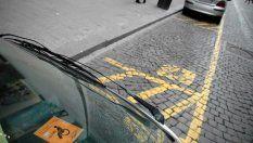 Parcheggia nel posto dei disabili, condannato per violenza privata
