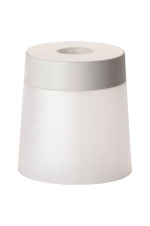 Два в одном - лампа с мягким освещением и табурет, на котором можно сидеть. Вы можете создать уютный уголок в любом месте, потому что лампа является портативной и питается от аккумуляторных батарей. Удобное хранение зарядного устройства и кабеля в лампе - крышка удобно открывается. Светодиодные лампы потребляют на 85% меньше электроэнергии и