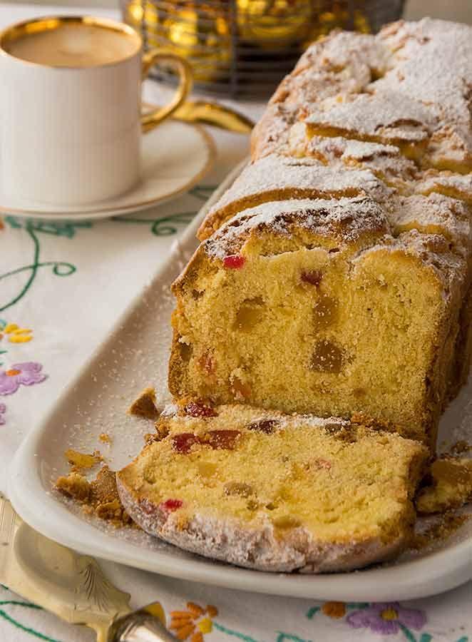 """Este """"Cake de Navidad"""" acompaña mi vida desde hace cerca de 30 años. Es del libro """"Los mejores postres de Maizena"""" y desde que lo hice la primera vez lo he venido repitiendo todos los años en diciembre. Es una delicia, un bizcocho denso y contundente por efecto de las frutas por eso es ideal …                                                                                                                                                                                 Más"""