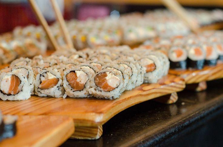 Tem promoção de buffet de sushi no Dado Pub Moinhos: R$ 55 feminino e R$ 75 masculino. Que tal harmonizar com aquele chope que só a Dado Bier tem? =D (Porto Alegre, RS, Brasil)
