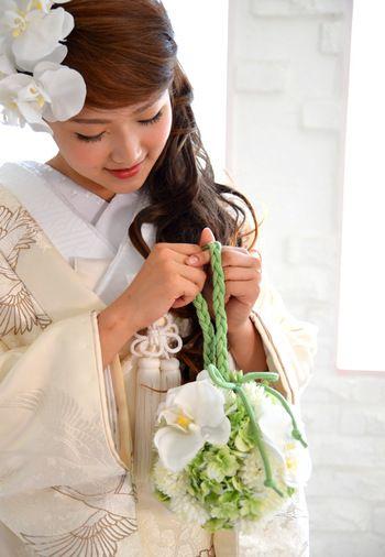 髪飾りの花と合わせて、全体の統一感を出すのもグッドです♡