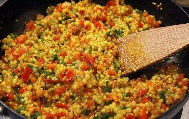 Фото к рецепту: Кус-кус с овощами и петрушкой