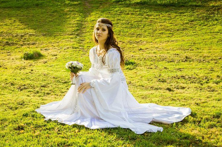 """Mittelalter Kleid Für Hochzeit """"Isolde"""": http://armstreet.de/shop/gewandung/mittelalter-kleid-fuer-hochzeit-isolde"""