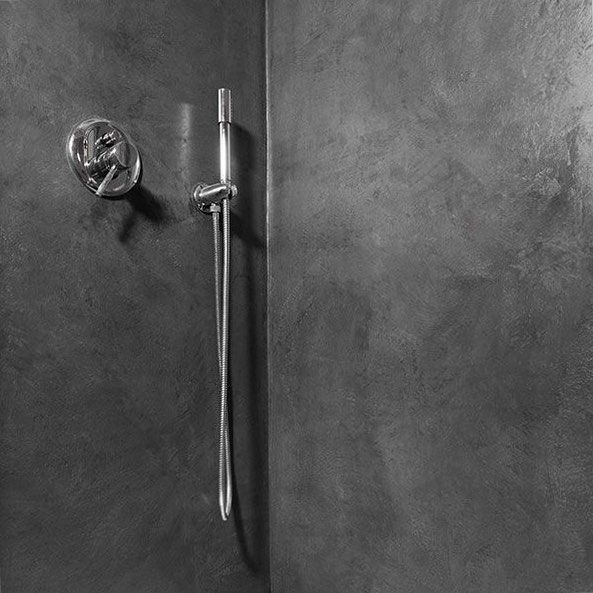 Bold and minimalist at the same time. Visit our website for more information(link in the bio). #semco #seamless #stone #fugenlos #spachtelbelag #spachteltechnik #decorative #wall #walls #coating #seamless #grey #anthracite #shower #waterproof #bathroom