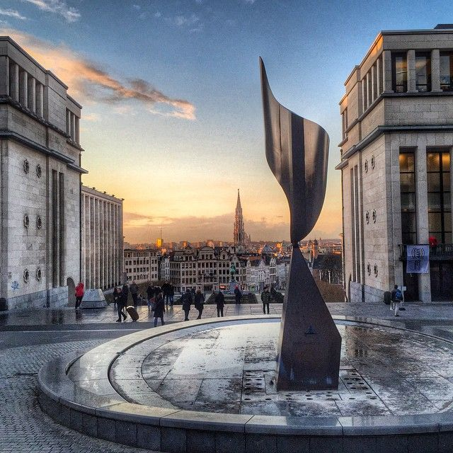 Does anyone know the authorship of this famous sculpture in Brussels? © @goblin_cz